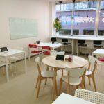 カフェのようなゆったりした空間で自分のペースで勉強できます。